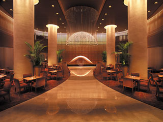ザ・ペニンシュラ東京 朝食からカクテルタイムまで終日楽しむことができる「ザ・ロビー」