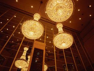 ハイアット リージェンシー 東京 ロビーに輝くクリスタルシャンデリアがお迎えいたします