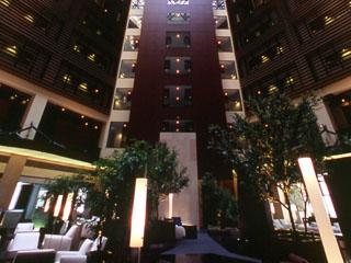 パークホテル東京 アトリウム 10階層分の吹き抜けは都内最大級