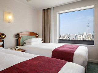 ホテルイースト21東京(オークラホテルズ&リゾーツ) 高層階、北側の客室から望む東京スカイツリー(R)の雄姿