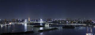 グランドニッコー東京 台場(旧:ホテル グランパシフィック LE DAIBA) レインボーブリッジを挟んで、2つのタワーを一望。(当ホテル屋上より撮影)