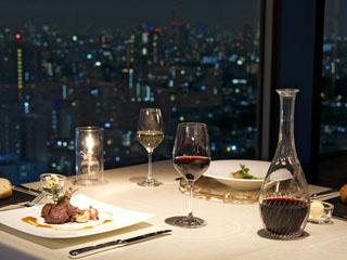 ホテルメトロポリタン 高層階フロアの客室や最上階のレストランからは美しい眺望をお楽しみいただけます