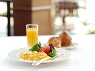 ホテルメトロポリタンエドモント 陽光溢れ、明るい雰囲気の「ベルテンポ」の朝食ブッフェ