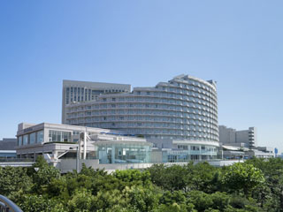 ヒルトン東京お台場 全室バルコニー付、東京ディズニーリゾート(R)・横浜・都心どこへ行くにもたいへん便利なアーバンリゾートホテルです。