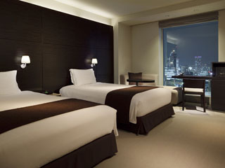 三井ガーデンホテル銀座プレミア バスルームから東京スカイツリー(R)もご覧頂ける「ビューバス・ツイン」