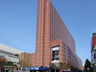 新宿プリンスホテル レンガ色の外観