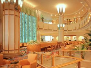 東武ホテルレバント東京 フロントスタッフが笑顔でお客様をお迎えします