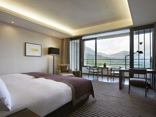 ハイアットリージェンシー箱根リゾート&スパ 広々とした客室は、ゆったりと寛いで頂けるレジデンシャルな雰囲気