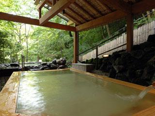 ホテル南風荘 木の香り漂う極上風呂「にの湯 露天風呂」