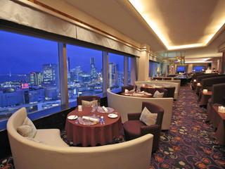 横浜ベイシェラトンホテル&タワーズ 最上階28Fスカイラウンジ「ベイ・ビュー」からの夜景