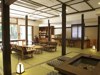 強羅花扇 早雲閣 和の伝統と四季を告げる箱根の眺めが優雅な時を演出する