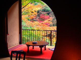鶴井の宿紫雲荘 秋の露天風呂付客室
