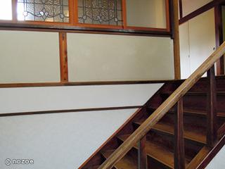 美肌の湯 きのくにや 本館は木造2階建て、レトロな雰囲気が漂う。