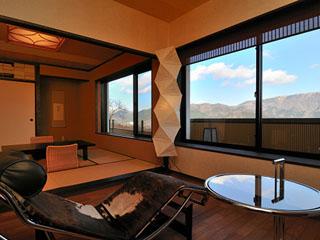 和の宿華ごころ 和室一例 8畳+4.5畳+板の間のお部屋。ゆったりとお過ごし下さいませ