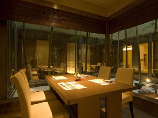 ホテル小柳 味彩厨房「ゆごや」オープンキッチンから出来立てのお料理をお出しいたします