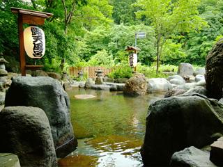 貝掛温泉 江戸時代から「目にいい」といわれる温泉。白内障や眼底出血、ドライアイ、疲れ目の人などが押し寄せる、人気の秘湯だ。