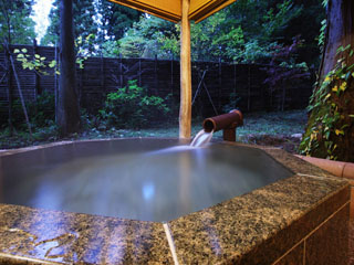 風雅の宿長生館 趣の異なる3棟の茶室風貸切露天風呂(有料)が御座います