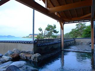 宿守屋寿苑 開放感いっぱいの露天風呂