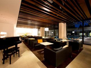 ホテルふじ 週末の夜にはコンサートも開催されるcafe&bar「Helios」