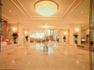 ラコ華乃井ホテル 大理石が印象的なロビー