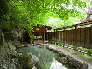 扉温泉 明神館 梓川のせせらぎを聞きながら入る混浴露天風呂