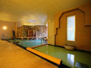野沢グランドホテル 天然記念物「麻釡」の源泉をかけ流した大浴場。24時間入浴可能
