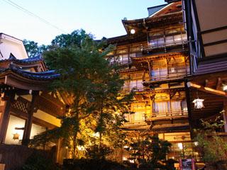 歴史の宿金具屋 昭和11年完成、文化財となった木造四階建て