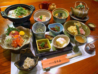 歴史の宿金具屋 信州の食材、食文化をとりいれた温泉宴会料理
