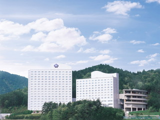 ホテルアソシア高山リゾート 北アルプスや高山の市街地が一望できる高台に位置します