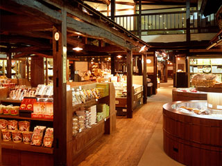高山グリーンホテル 飛騨一円のお土産がそろう「高山おみやげ商店街飛騨物産館」