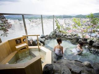 飛騨花里の湯 高山桜庵 街並みを眺めることができる天然温泉展望露天風呂
