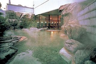 熱海ニューフジヤホテル 別館露天風呂・家康の湯。家康公ゆかりの源泉より引湯しています