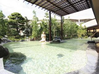 ホテルウェルシーズン浜名湖 開放感あふれる露天風呂「白金の湯」(併設日帰り温泉「華咲の湯」内)