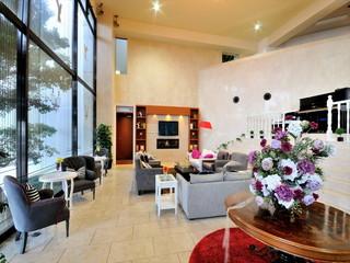 ホテルカターラRESORT&SPA エントランスから続くエレガントな雰囲気のロビー