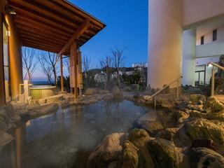 ホテルカターラRESORT&SPA 熱川の温泉を、満点の星空と潮騒のメロディーと共に