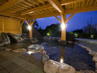 ホテル伊豆急 伊豆最大級、野趣あふれる露天風呂は、自家源泉「龍神の湯」が注がれます
