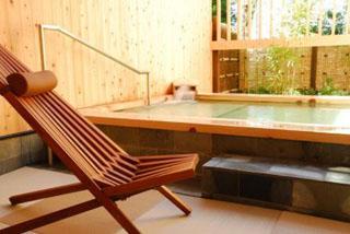 ホテル鞠水亭 畳敷きが心地よい貸切露天風呂「木もれびの湯」(50分2100円)