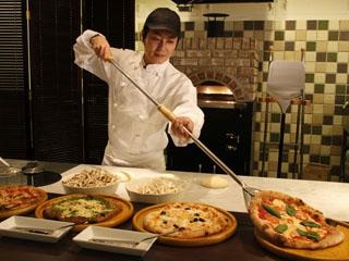 伊東ホテル聚楽 レストランBALI-HAI できたてピッツァも食べ放題
