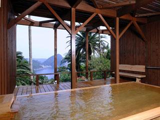 下田東急ホテル 眼下に大浦湾を望む桧の露天風呂