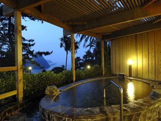 下田東急ホテル 眼下に大浦湾を望む岩の露天風呂