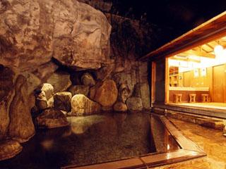修善寺石亭 鬼の栖 広々と静謐な離れに野趣あふれる露天風呂