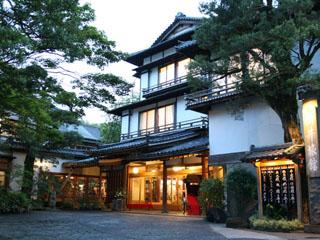 新井旅館 明治五年創業の老舗旅館。歴史的価値が公に認められ、ほぼ全棟が国の有形文化財に登録されました。