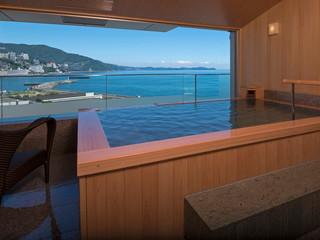 熱海後楽園ホテル 山の緑と檜造りの露天風呂が自慢の「山望の湯」