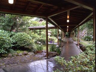 離れ家石田屋 離れの客室を結ぶ渡り廊下