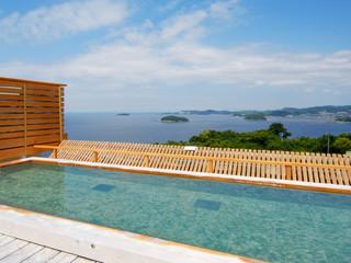 天空海遊の宿 末広 三河湾を眺めながら足湯や露天風呂、内湯を楽しめます