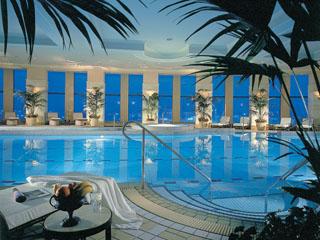 名古屋マリオットアソシアホテル フィットネスには、プール・テルマニウム(温浴ベッド)など最新の設備を完備