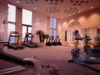 名古屋マリオットアソシアホテル 18階のスカイリゾートで優雅なひと時を過ごすことができるフィットネスジム