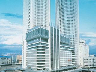名古屋マリオットアソシアホテル JRセントラルタワーズに位置する地上52階774室を有するインターナショナルホテル。