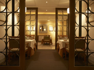 名古屋東急ホテル ホテルメインダイニングのレストラン「ロワール」。本格的なフランス料理が楽しめる