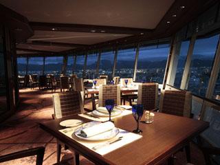 リーガロイヤルホテル京都 最上階にある京都で唯一の回転展望レストラン